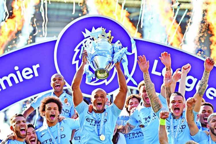 Man City retain title in fashion