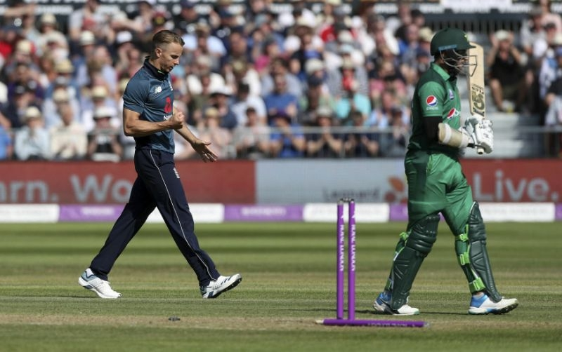 England chases down 359, eases to 6-wicket win over Pakistan