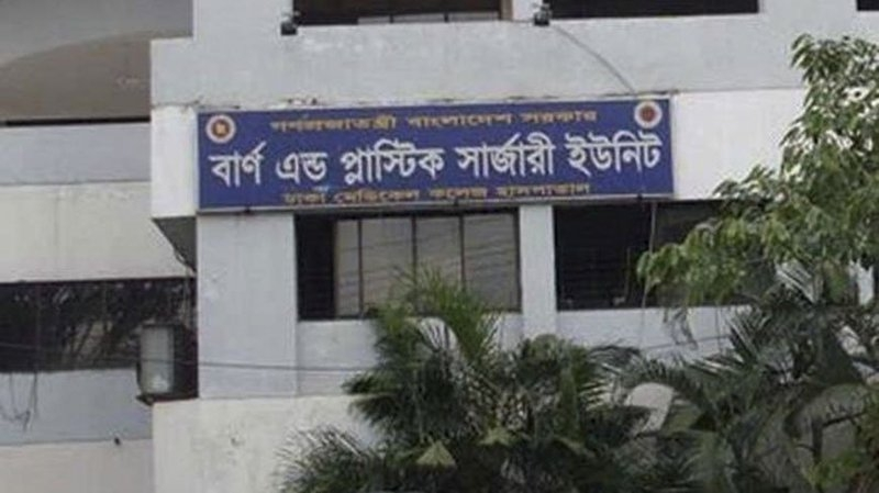 Pabna woman 'set on fire by in-laws' dies at DMCH