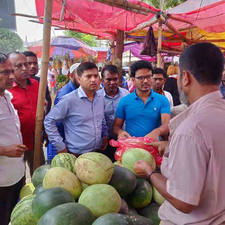 Mobile court fines 3 watermelon traders