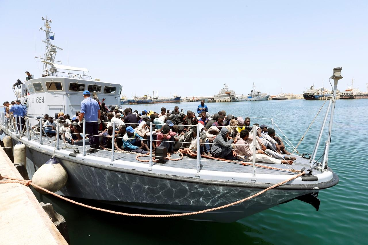 Libyan coast guards rescue 61 immigrants off western coast