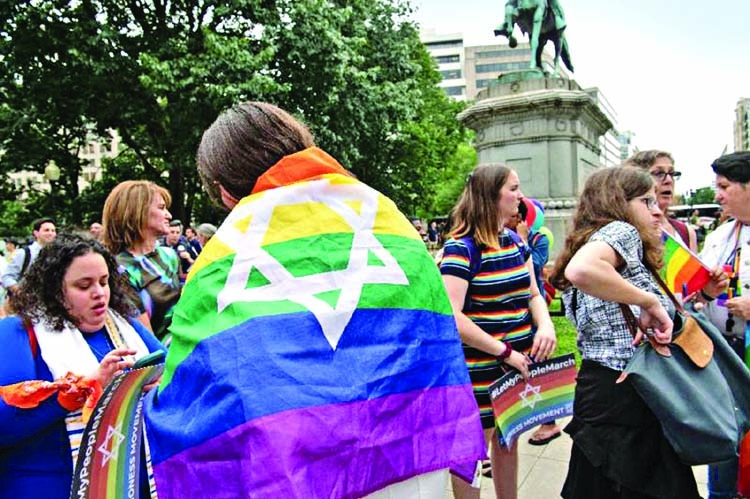 Lesbians march in Washington, and controversy follows