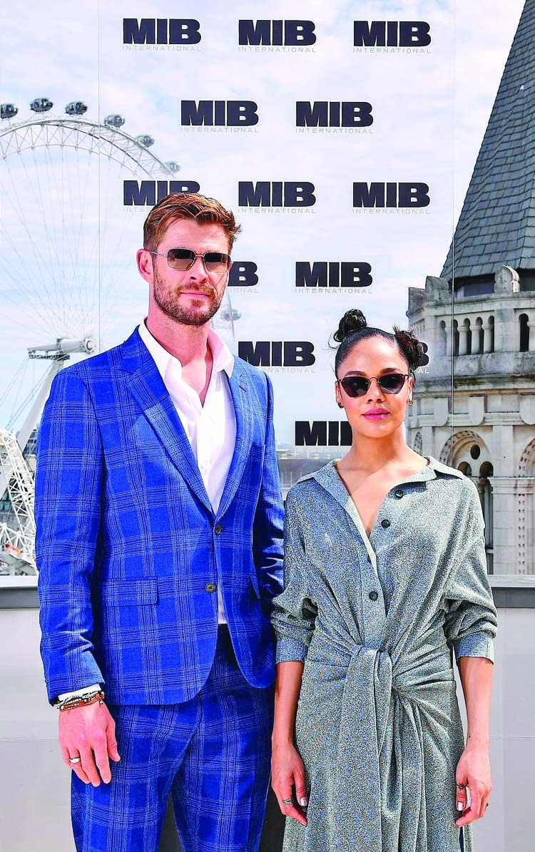 'Men in Black' Hemsworth and Thompson suit up