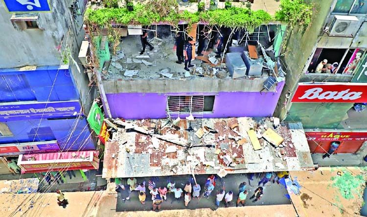 Wall collapses after blast in city, one killed