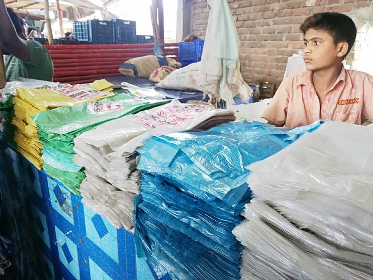 Illegal polythene business goes on unabated