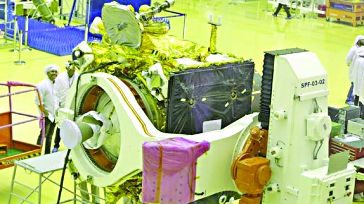 India unveils spacecraft for second Moon mission