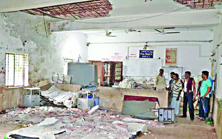 10 injured in hospital ceiling collapse