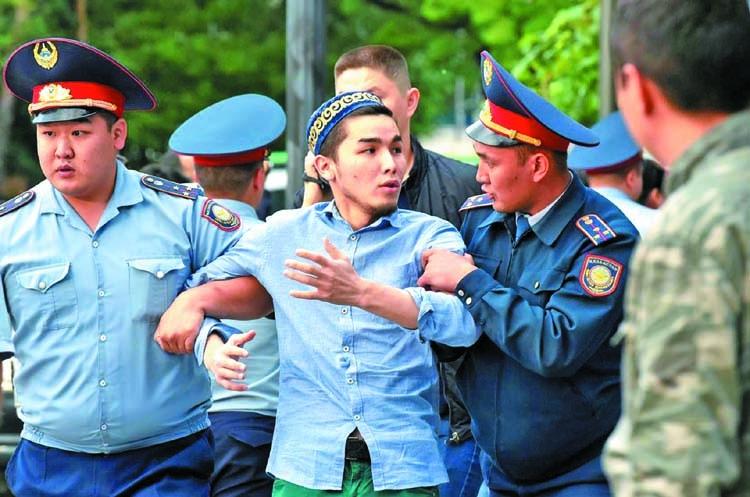 Nearly 1,000 Kazakhs detained