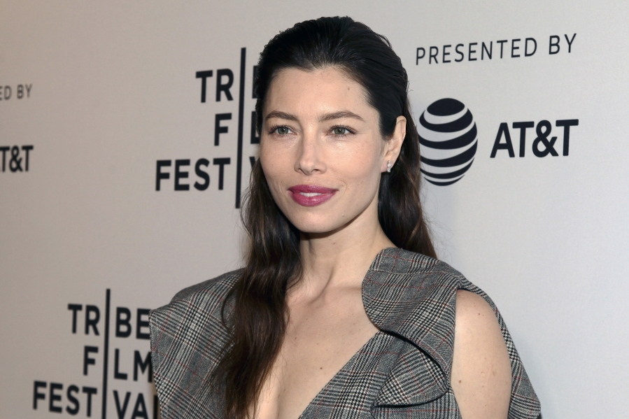 Jessica Biel not against vaccinations, just against bill