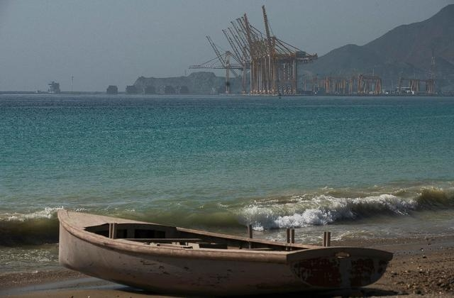 Damaged oil tanker arrives off UAE coast