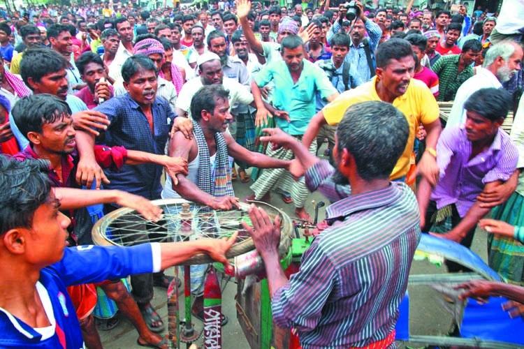 Rickshaw ban worries Dhaka commuters