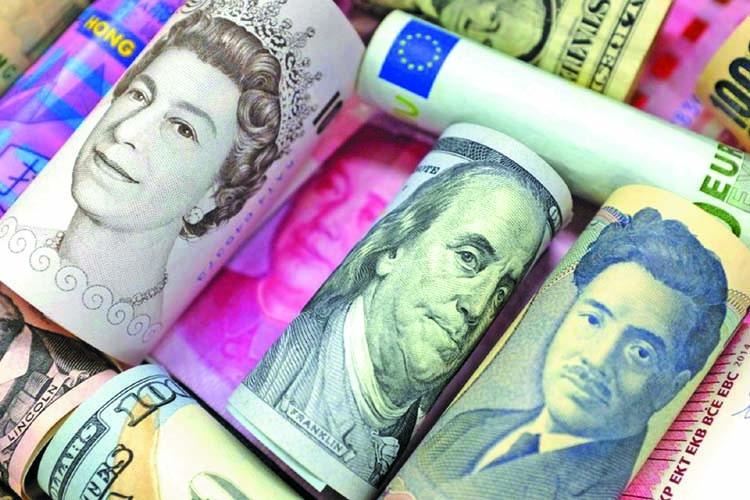 Dollar holds near 3-week high