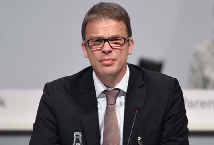 Bankers sent home as Deutsche slashing jobs