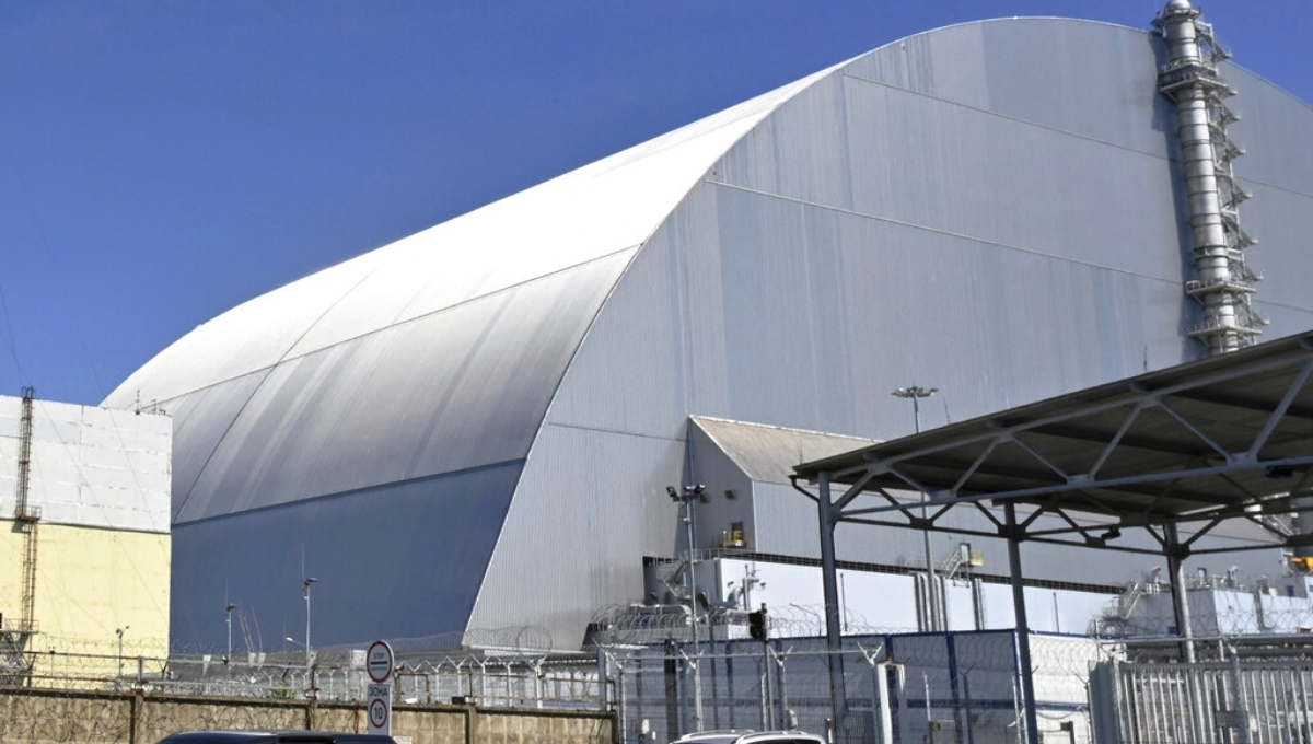 Ukraine: Chernobyl reactor's radioactive dust shelter opened