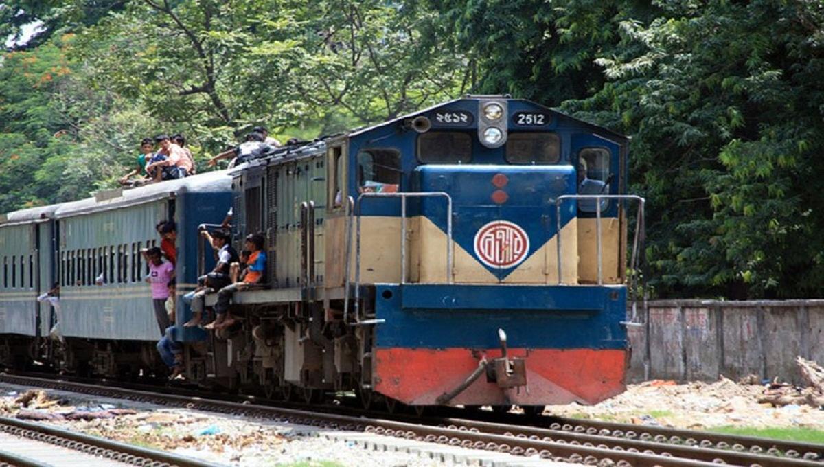 Derailment disrupts rail communication with Rajshahi