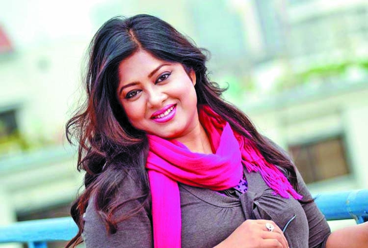 Mousumi signs Liberation War-based film 'Arjan 71'