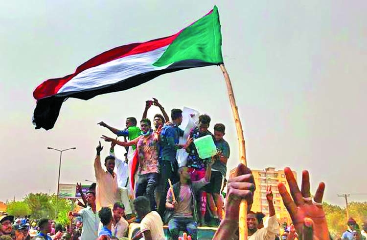 Sudan military, protesters to sign political deal