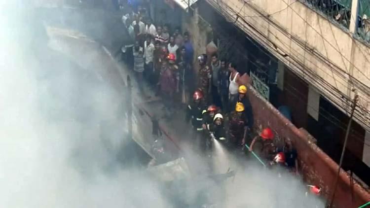 Devastating fire gutts four houses in Barishal