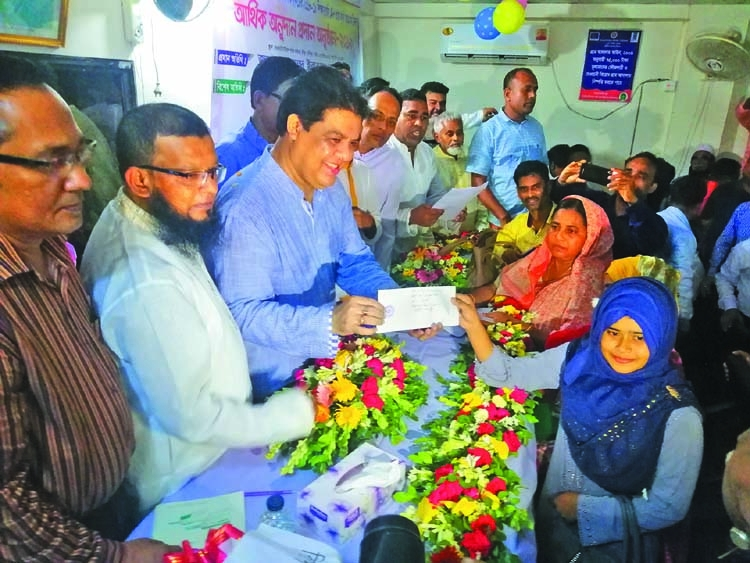 35 GPA-5 holders get financial aid in Gazipur