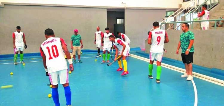 Hockey team makes hard practice in Thailand