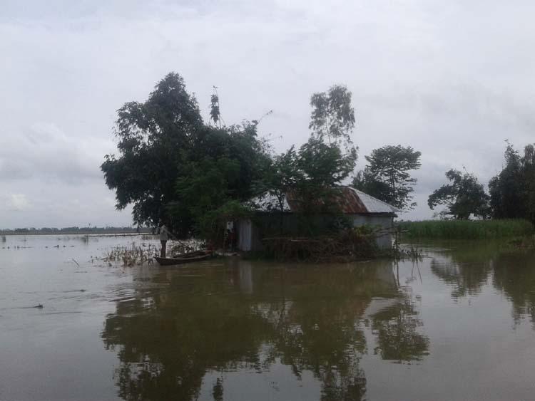 45,000 people marooned, seek relief