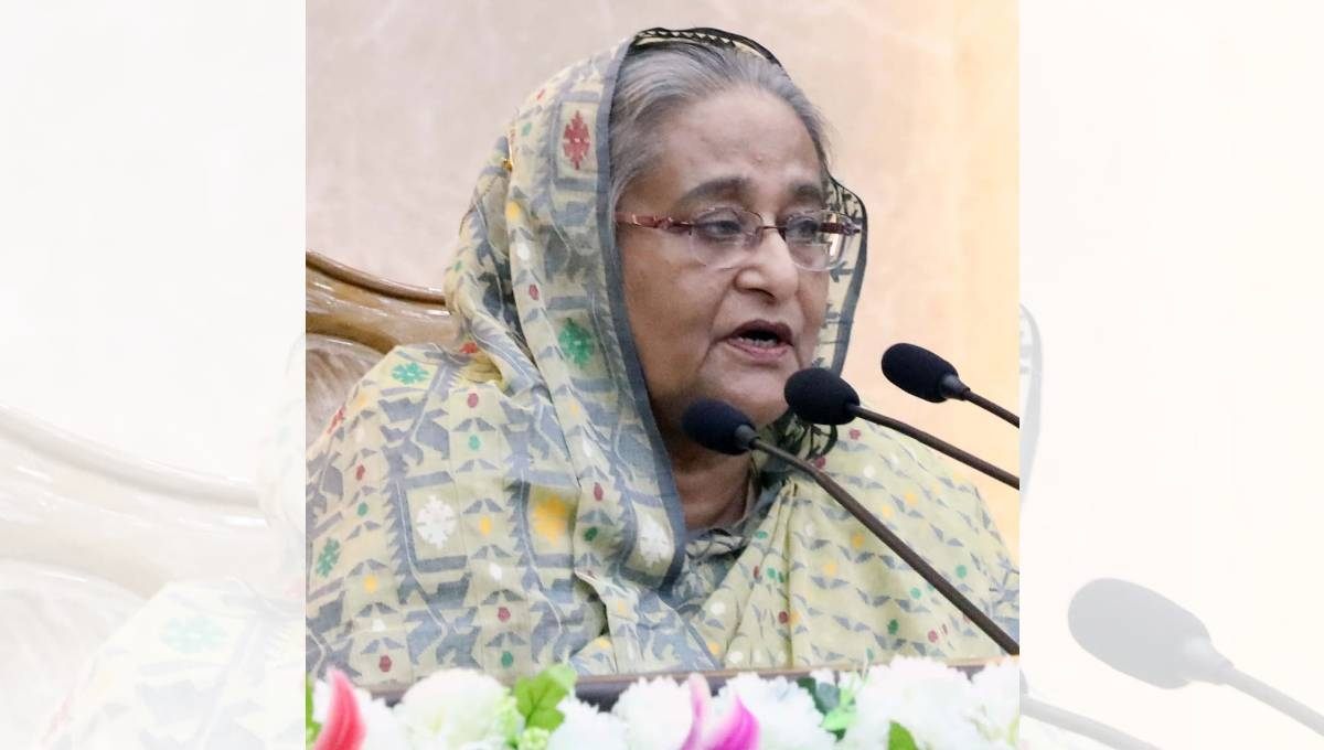 Remain alert to tackle floods: PM to DCs