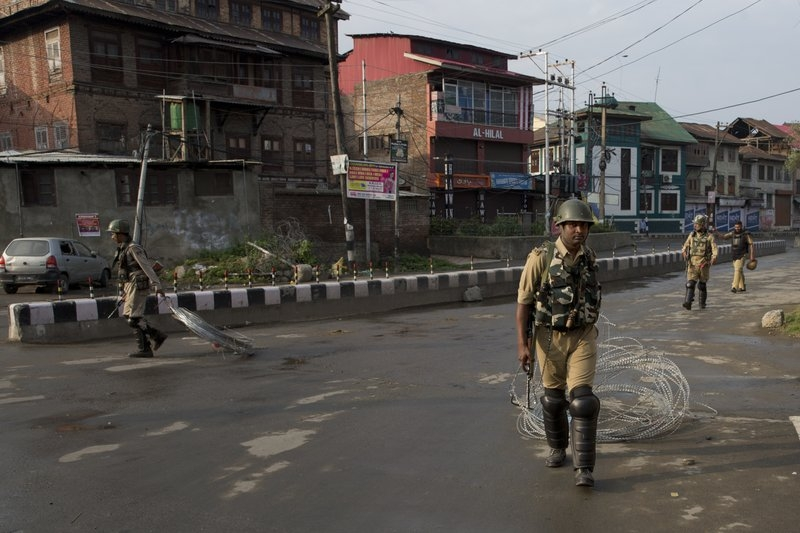 India arrests over 500 as Kashmir clampdown challenged