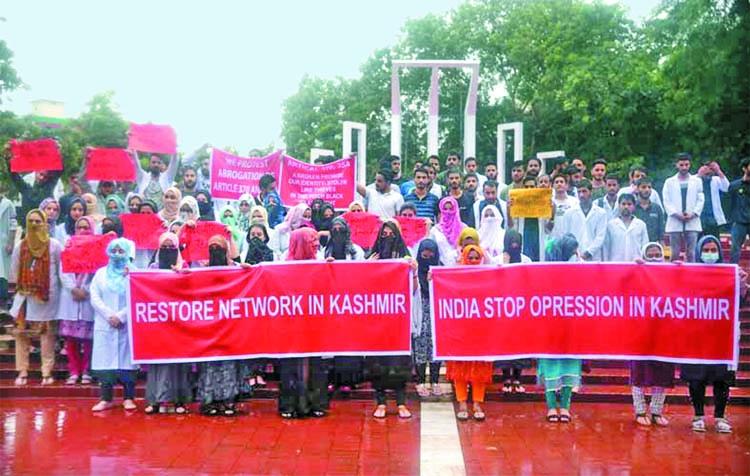 Kashmiri students demonstrate in Dhaka