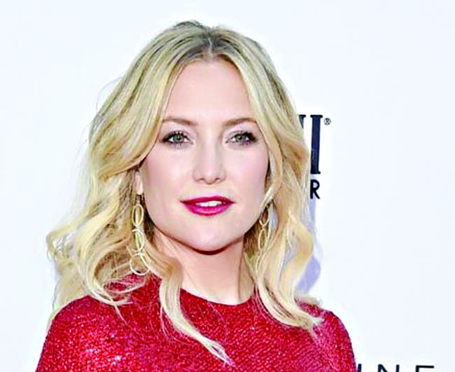 Kate Hudson bares it again