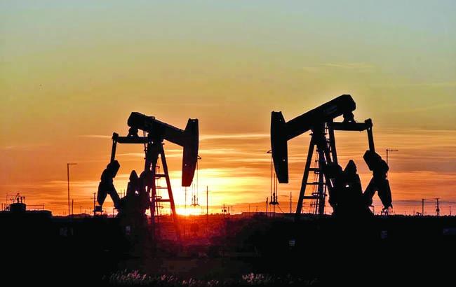 Oil edges up despite IEA report showing demand growth