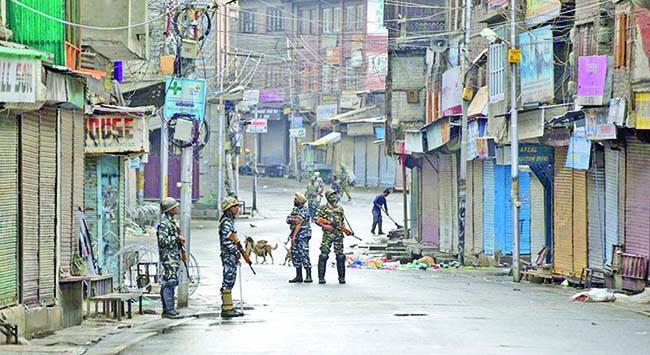 Thousands flee Kashmir border after Indian fire