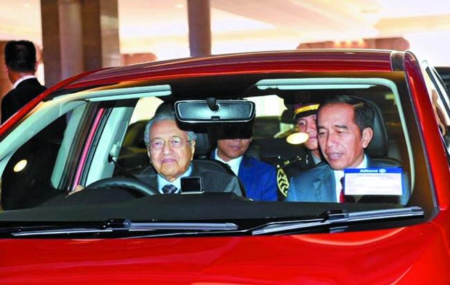 Mahathir drives Jokowi in Proton