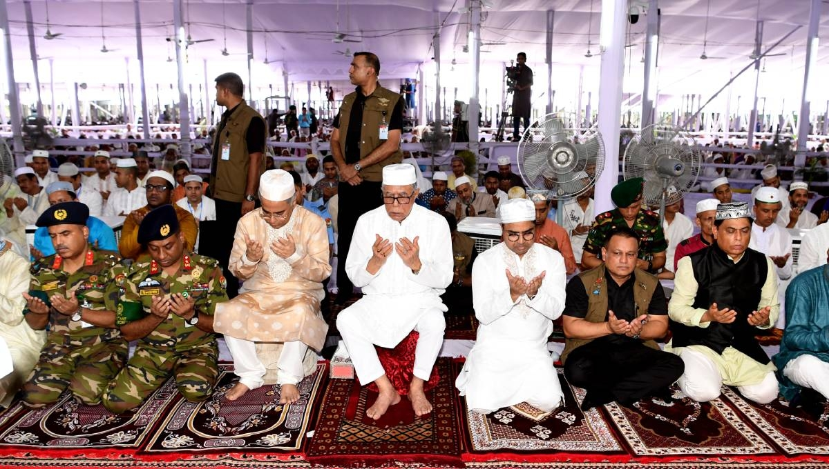 President offers Eid prayers