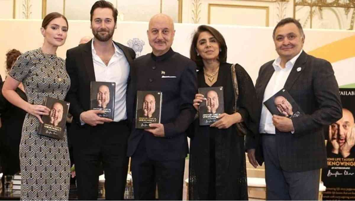 Rishi Kapoor releases Anupam Kher's autobiography in New York