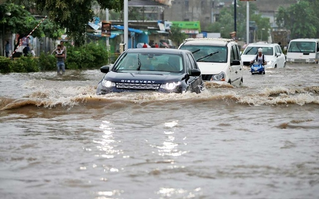 India floods death toll hits 147
