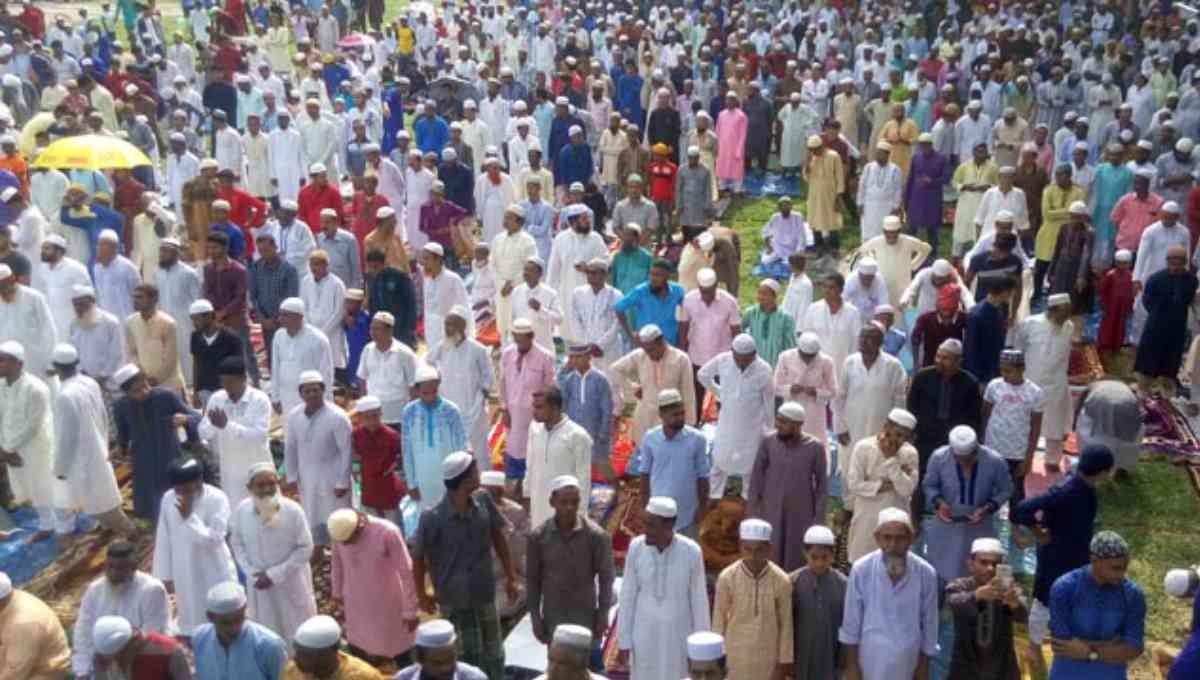 Largest Eid congregation held at Sholakia