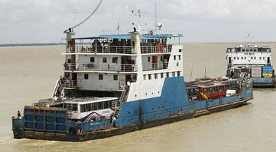Launch, speed boat services suspended at Mawa, Kathalbari