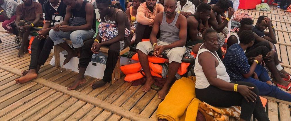 9 sick migrants evacuated from rescue ship, 400 still at sea