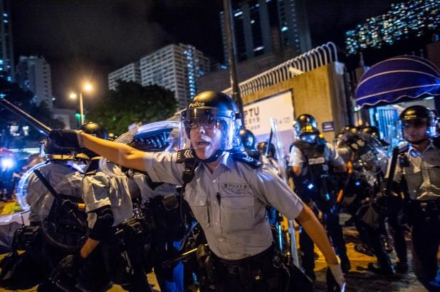 US: Chinese military amassing on Hong Kong border