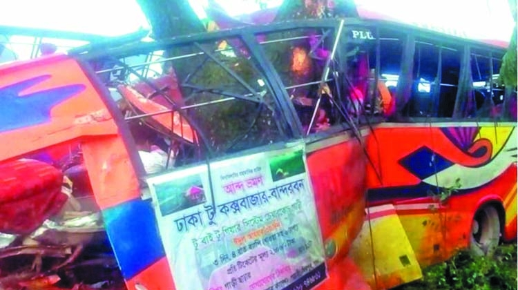 7 killed as picnic bus hits tree in Feni