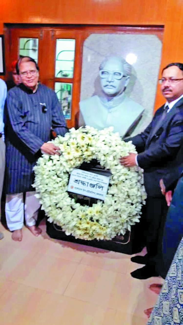 Dr Atiur pays homage to Bangabandhu at Baker Hostel