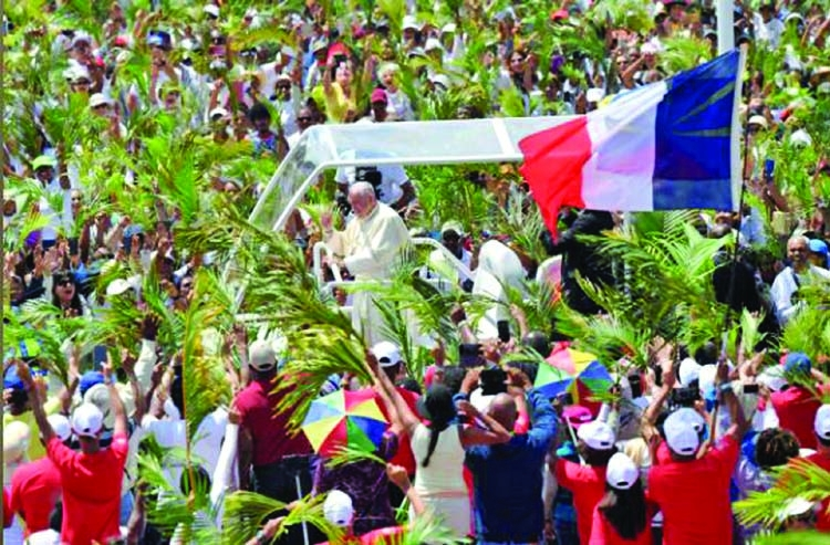 Pope greets palm frond-waving crowds in Mauritius