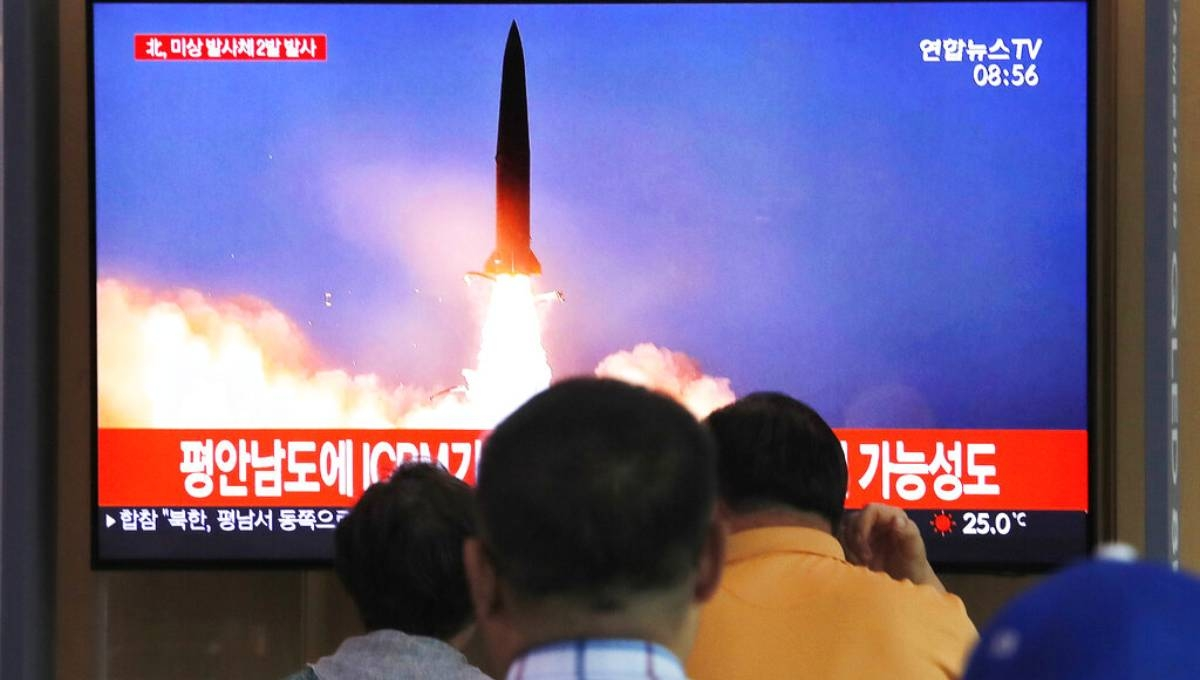 North Korea fires 2 projectiles after offering talks with US