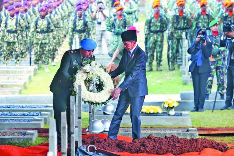 Indonesians bury former president Habibie