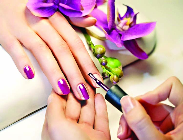 Achieve the perfect nail shape