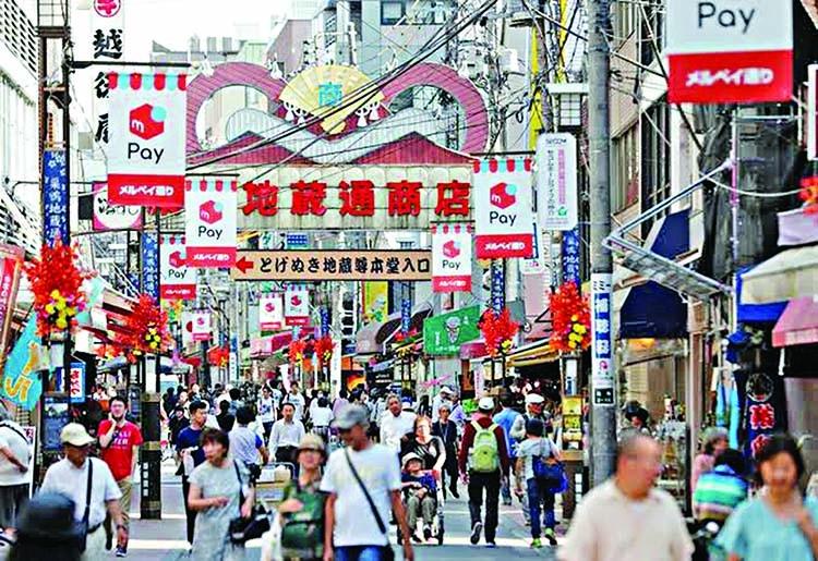 Key Japan economic index falls