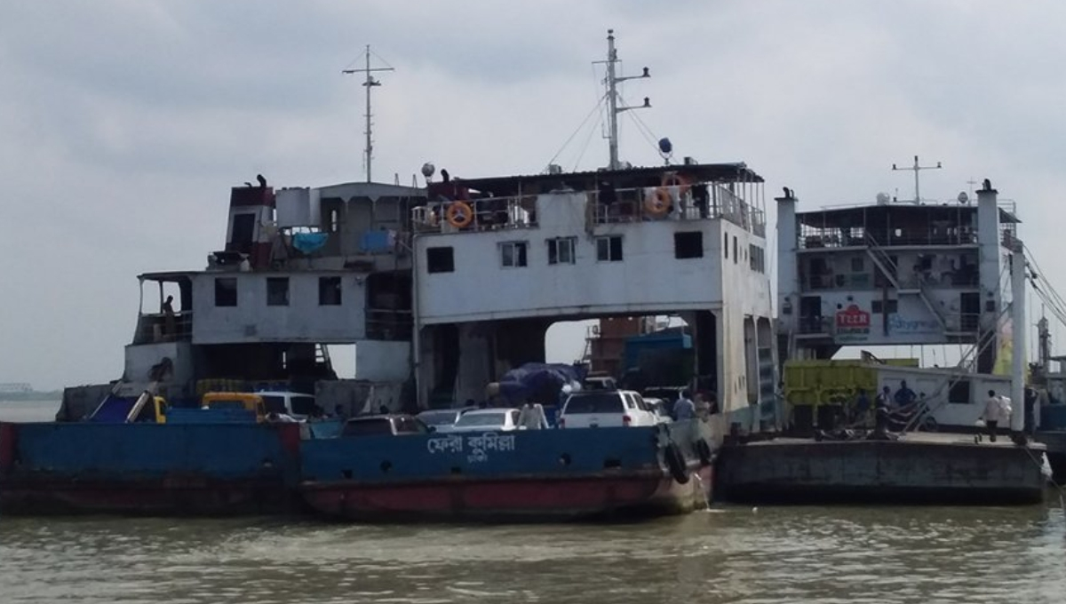 Ferry services resume after 12 hrs on Shimulia-Kathalbari route