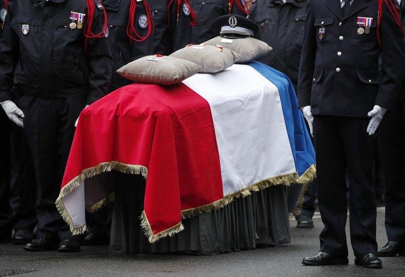 Macron pays homage to