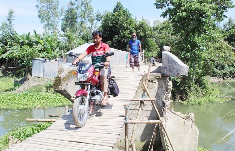 Bamboo-made bridge poses risks to Sonatola people