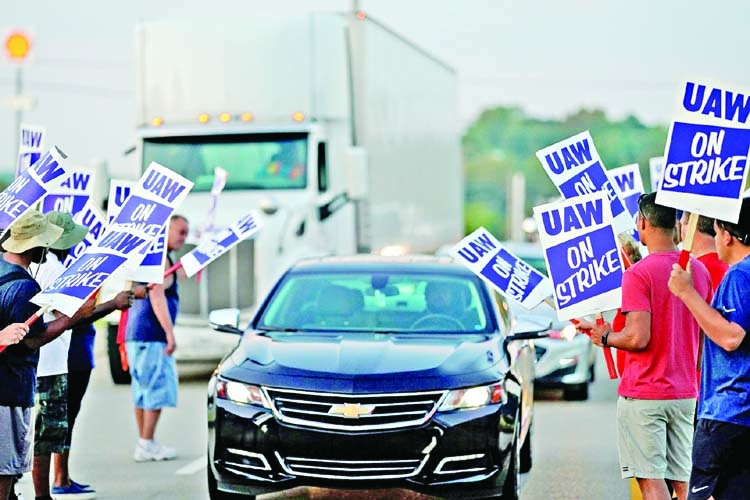 UAW union pushes GM to boost US auto production